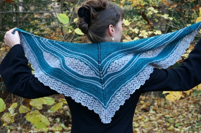 This one was knit using one skein each of the Teal Feathers and the Pearl.