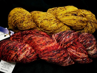 The yarn in our kit:  Aureo and Lava