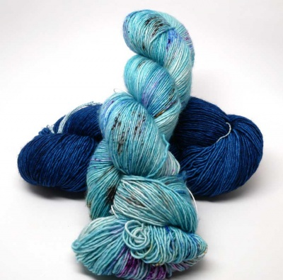 Azul Profundo is the darker skein; Dopomine is the one on top.