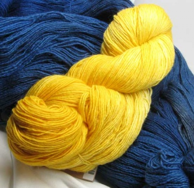 Fino yarns in Gas Light and Damask