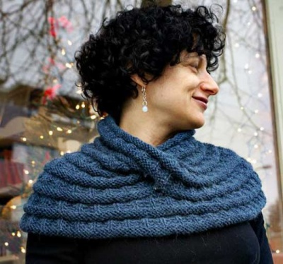 Harmonia's Rings/ A Beaded Moebius Cowl Design by Sivia Harding -