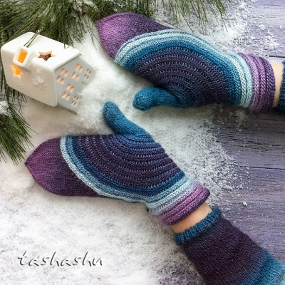 Hypnosis Mittens: Kit in Amitola's Hummingbird - Fingering/Sock weight