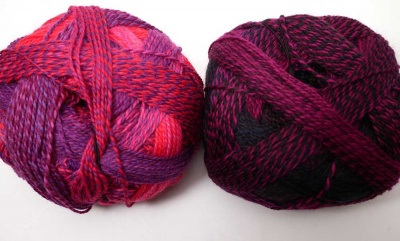 On the left is Indisch Rosa; on the right is Charisma (a kit consists of one ball of each).