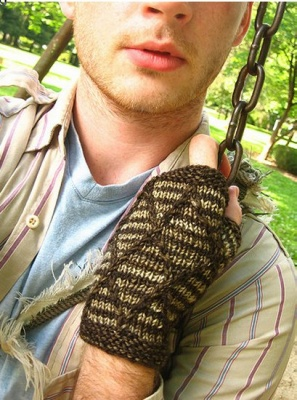 Diamondback Mitts/ Pattern by Stephen West -