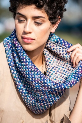 Dotty: Crocheted Cowl: Free Pattern