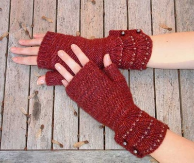 Escallop Mitts/ Pattern by Jennifer Dassau/ Bead Gift -