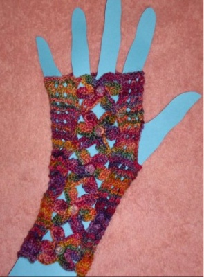 Flower Gauntlets/ Pattern by Ellene Warren/ + Bead Gift - Mittens/Gloves