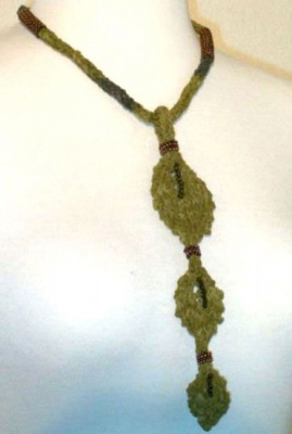 Falling Leaves Necklace/ pattern -