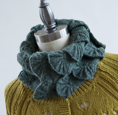 Scalloped Ruff/ Pattern by Pam Powers - Scarves and Cowls