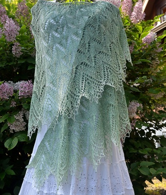 This shawl and the others on this page was knit by Kristi and the photo shown with her permission.