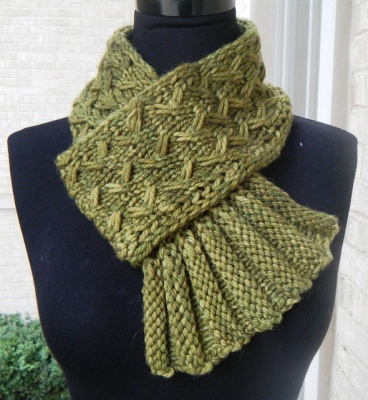 Twist and Flounce/ Scarf Pattern by She-Knits - Scarves and Cowls